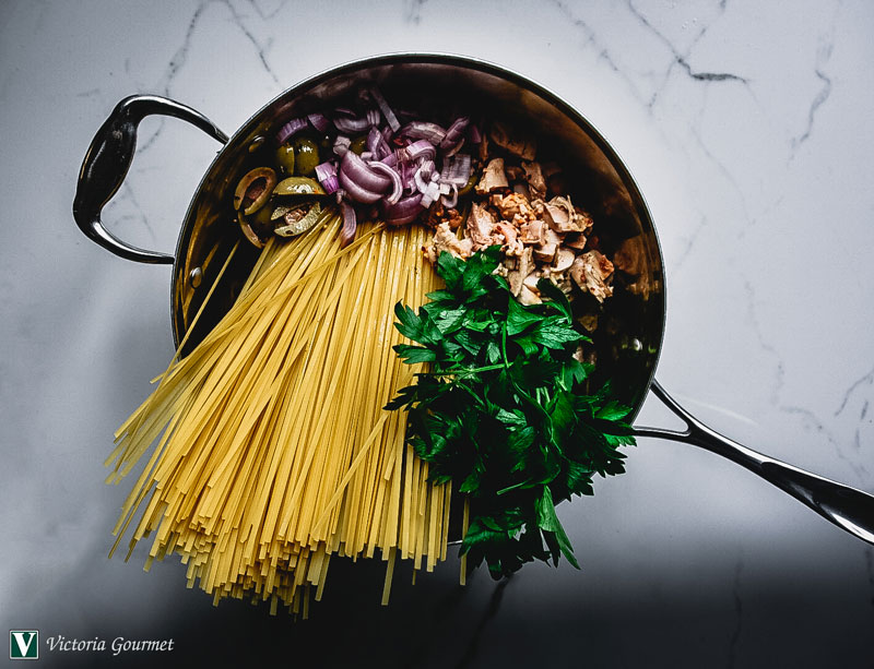 one-pot pasta chicken onion olive dry seasoning victoria gourmet recipe